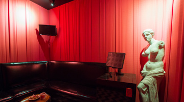 Room 6: THE BLACK LODGE *Not Wheelchair Accessible
